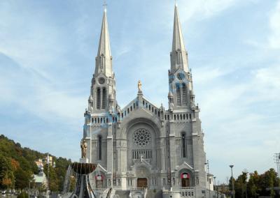 Façade de la basilique Saint-Anne-de-Beaupré à Québec, créée en 1658
