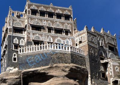 Le Palais du Rocher érigé sur un roc de 50 mètres de hauteur