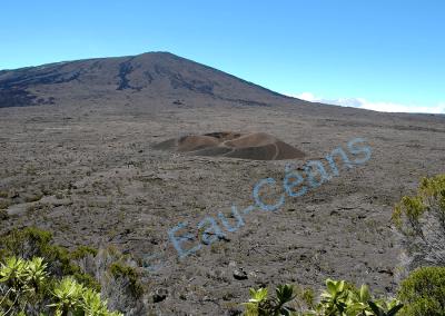 L'enclos du Piton de la Fournaise, 2631 mètres d'altitude, volcan actif