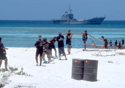 L'approvisionnement en eau douce des îles Éparses (françaises) est assuré par la Marine Nationale