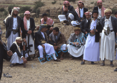 Mariage, les hommes portent la Djambiya, un grand poignard