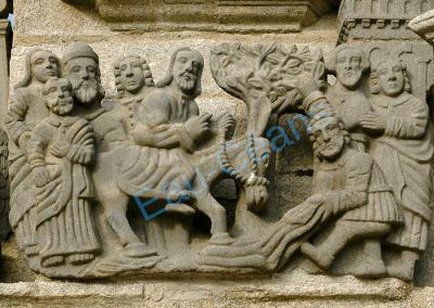 Petit calvaire du XVIIème siècle, en granit, typique de la foi bretonne