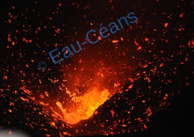 Cratère Yasur en folie ! (photo A.-M. Lejeune)