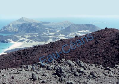 Direction, île Grande Hanish (= île aux serpents), d'origine volcanique en Mer Rouge
