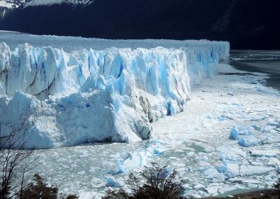 Vue du front du glacier Perito Moreno, long de 5 kilomètres