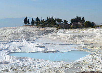 Pamukkale (Turquie), terrasses de travertin, surface calcaire blanc comme neige